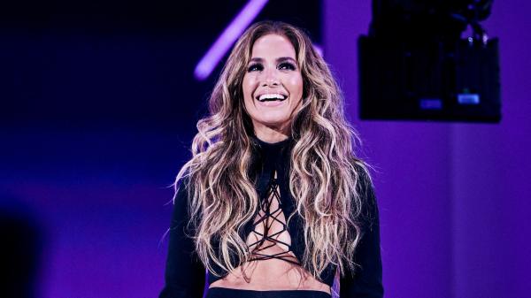 Jennifer Lopez Has Bubblegum-Pink Hair in New Campaign